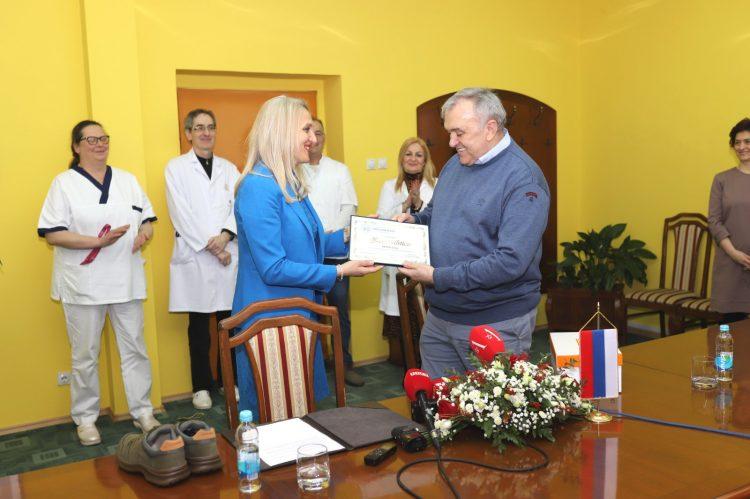 Tvornica obuće BEMA donirala radnu obuću za sve zaposlene u Službi hitne medicinske pomoći