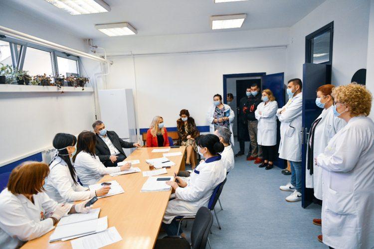 Gradonačelnik Igor Radojičić pružio je danas podršku medicinskim radnicima u našoj Ustanovi