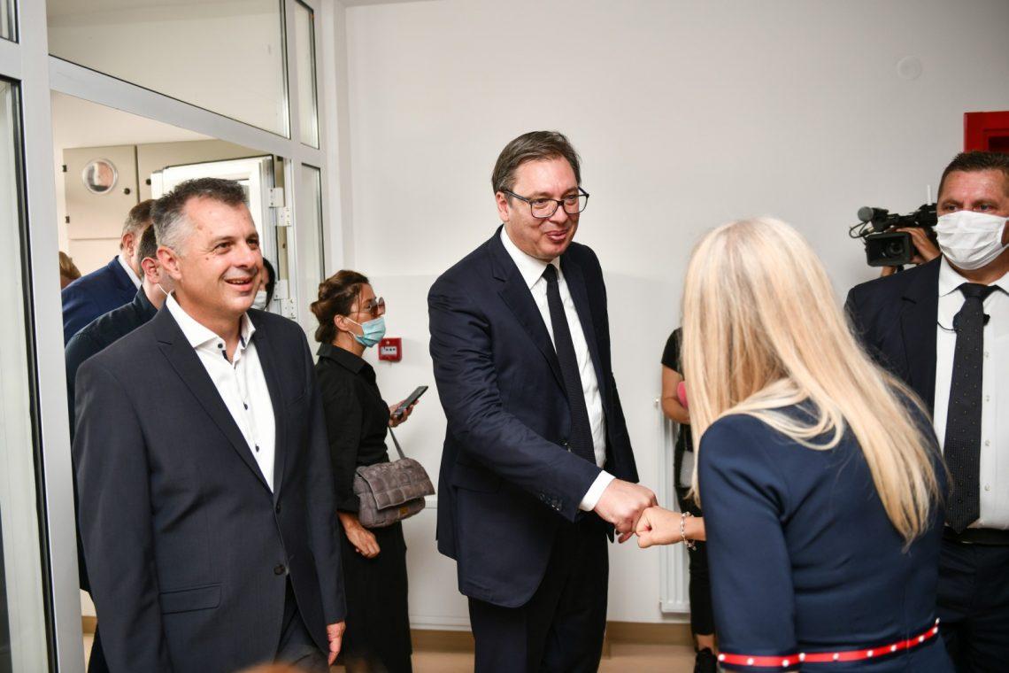 Aleksandar Vučić na Petrićevcu posjetio višenamjenski objekat u izgradnji u čijem sklopu je i ambulanta porodične medicine naše Ustanove