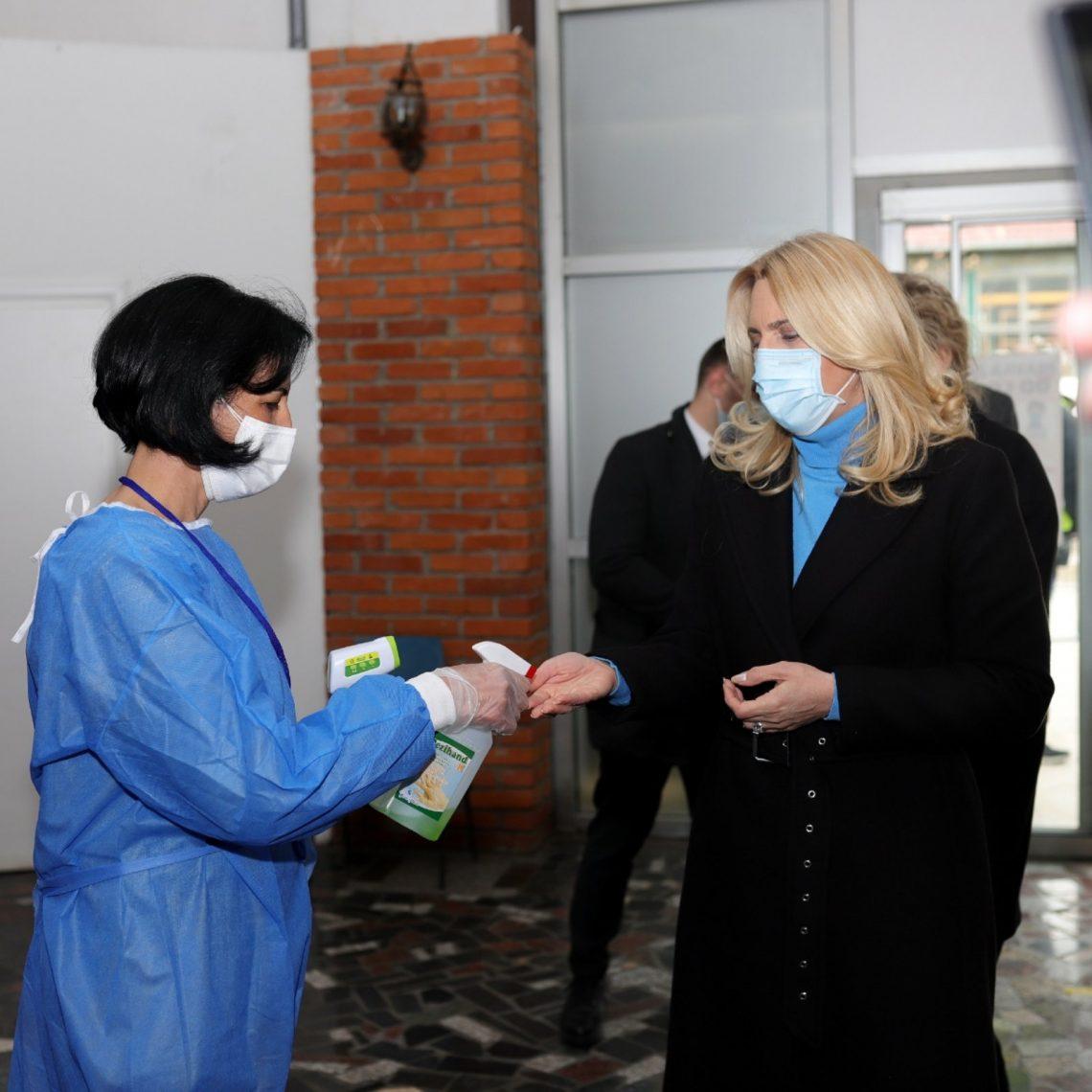 Predsjednica Republike Srpske Željka Cvijanović posjetila vakcinalni punkt